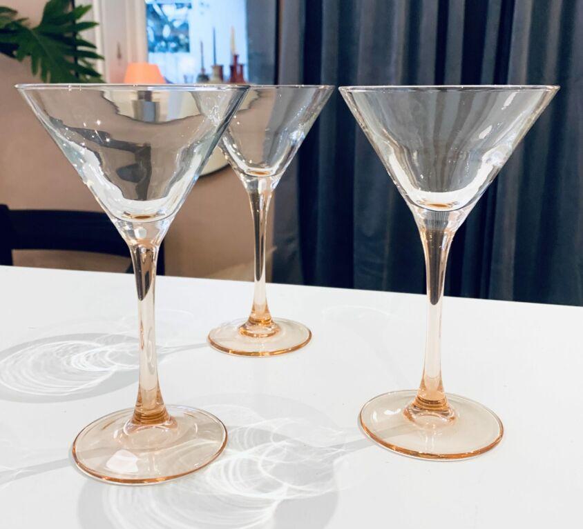 Lyserøde vintage martiniglas