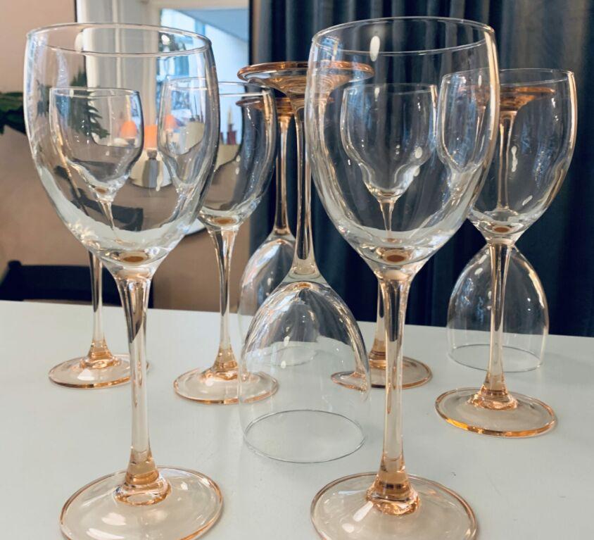 Lyserøde vinglas